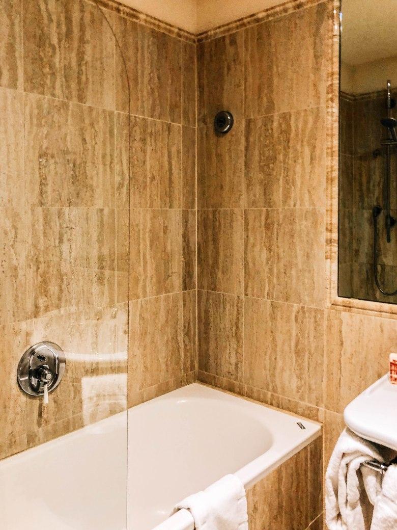 Bathroom hotel Pendini